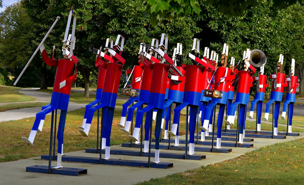 patriotic band statues