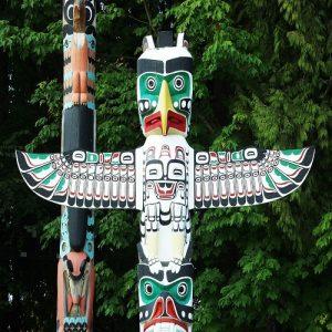 totem poles in canada